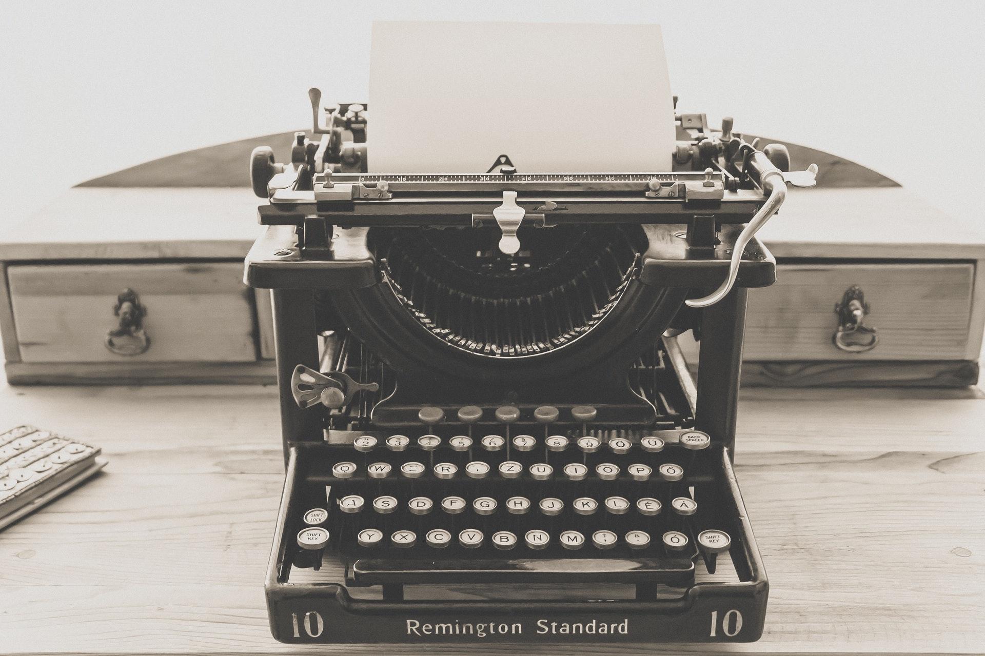 Old Remington Standard typewriter with blank page