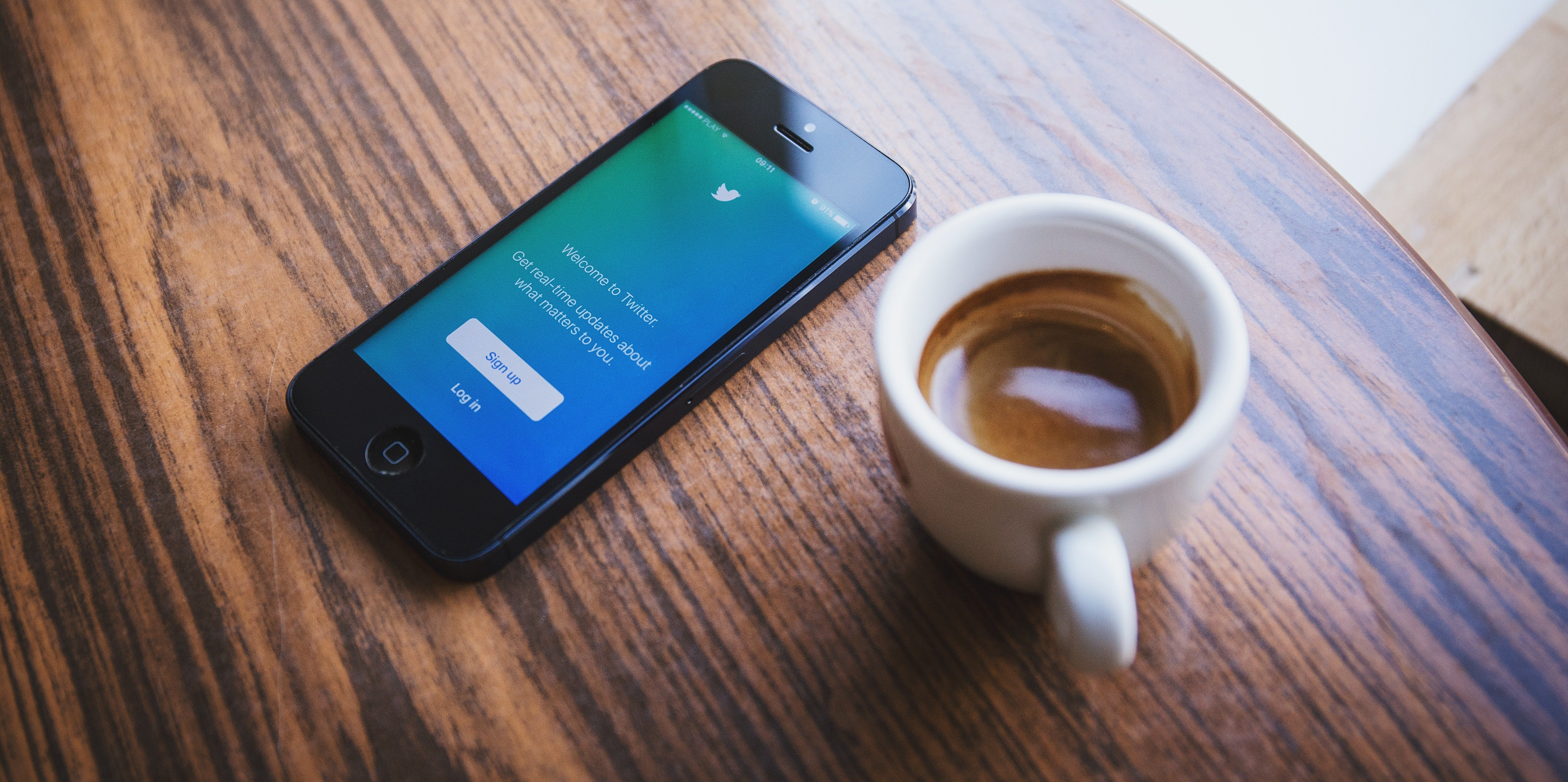 phone_on_table_with_coffee_twitter-813527-edited