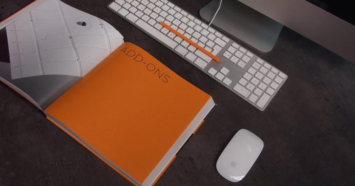 orange-book-for-understanding-HubSpot-pricing-in-front-of-computer